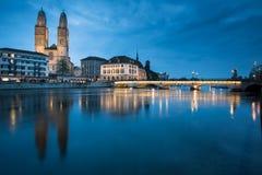 Zurich Schweiz - nightview arkivfoto