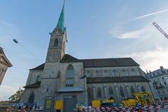 ZURICH SCHWEIZ - 28 OKTOBER 2015: Fantastisk sikt av den Fraumunster kyrkan, stad av Zurich Arkivfoton