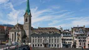 ZURICH SCHWEIZ sikt av det historiska Zurich centret, den Limmat floden och Zurich sjön, Schweiz Zurich är en ledande global cit Arkivbilder