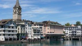 ZURICH SCHWEIZ: Sikt av det historiska Zurich centret, den Limmat floden och Zurich sjön, Schweiz Zurich är ett ledande globalt c Royaltyfri Bild