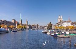 Zurich sikt längs den Limmat floden Fotografering för Bildbyråer