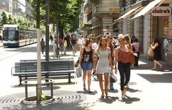 Zurich, Suisse - 3 juin 2017 : Les gens sur la rue dans Zur images libres de droits