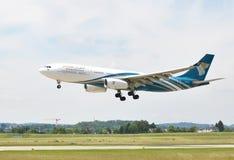 ZURICH, SUISSE - 25 MAI 2014 : Atterrissage d'Oman Air à Zurich i Photographie stock libre de droits