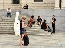 Zurich Szwajcaria, Czerwiec, - 03, 2017: Ludzie blisko Zurich Oper Fotografia Stock