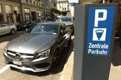 Zurich Szwajcaria, Czerwiec, - 03, 2017: Parkować znaka na parking wynagrodzeniu Obraz Stock