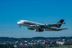 Zurich, Szwajcaria, hala targowa 2017 - Zdejmować światowego dużego samolot A-380 fotografia stock