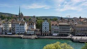 ZURICH SZWAJCARIA, LIPIEC, - 04, 2017: Widok historyczny Zurich centrum miasta, Limmat rzeka i Zurich jezioro, Szwajcaria Zurich  Zdjęcie Stock