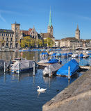 Zurigo, vista sul fiume di Limmat Immagine Stock