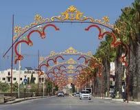 Zurrieq, Malta - 2 settembre 2015: vista panoramica di piccolo villaggio a Malta, Zurieq Decorazione maltese tradizionale di fest fotografia stock