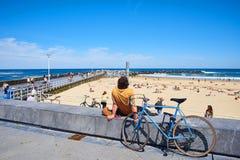 Zurriola strand i San Sebastian på den soliga dagen Guipuzcoa spain Royaltyfri Fotografi