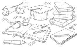 Zusätze für das Studentenlernen, Studentenhut, Diplom mit Dichtung, Bücher und Notizbücher stockfoto