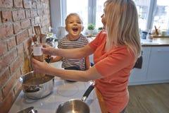 Zusammen kochen Lizenzfreie Stockbilder