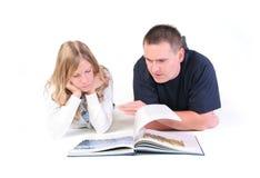 Zusammen lesen lizenzfreies stockfoto