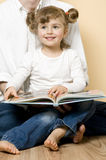 Zusammen lesen Stockbild