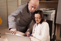 Zusammenarbeit im Büro Lizenzfreies Stockfoto