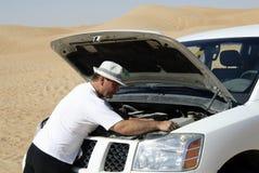 Zusammenbruch 4x4 in der Wüste Stockfoto