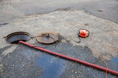 Zusammenbruch im Abwasserkanaltunnel Stockbilder