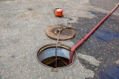 Zusammenbruch im Abwasserkanaltunnel Stockbild