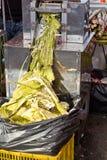 Zusammendrücken des Zuckerzuckerrohrsafts Stockfotografie