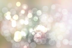 Zusammenfassung unscharfe klarer Frühlingssommer helle empfindliche farbige bokeh Hintergrundpastellbeschaffenheit mit hellen wei stock abbildung