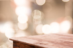 Zusammenfassung unscharfer Hintergrund und Bretterboden Stockfotos
