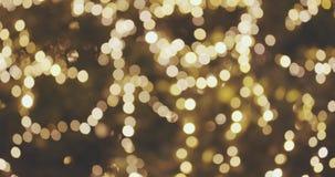Zusammenfassung unscharfer Weihnachtslichter Bokeh-Hintergrund Funkelnde Blinkenchristbaumkerzen Kopieren Sie Raum für Ihren Text stock footage