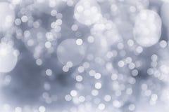 Zusammenfassung verwischte glänzende unscharfe Lichter des grauen und weißen bokeh Hintergrundkonzeptkopien-Raumes, Weihnachtshin Lizenzfreies Stockbild