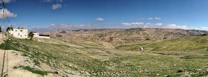 Zusammengesetzter hochauflösender Panoramablick von der Hochebene weg von Dana Reserve Dana Reserve, über dem 1000-Meter-tiefen T Stockbild
