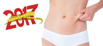 zusammengesetztes Bild 3D der Frau irgendwie aufwerfend ohne Fett auf ihrem Bauch Stockbild
