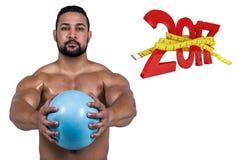 zusammengesetztes Bild 3D des muskulösen Mannes ausarbeitend mit Gewicht Stockfoto