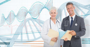 zusammengesetztes Bild 3D des Porträts des Mannes und der Ärztinnen mit ärztlichen Attesten Lizenzfreies Stockbild