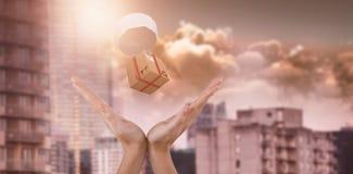 Zusammengesetztes Bild 3d von den Händen, die gegen weißen Hintergrund gestikulieren Lizenzfreie Stockfotografie
