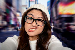 Zusammengesetztes Bild der asiatischen Frau Gesichter machend Stockfotos