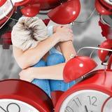 Zusammengesetztes Bild der deprimierten Frau ihren Kopf versteckend Lizenzfreie Stockbilder