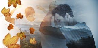 Zusammengesetztes Bild der deprimierten Frau mit den Händen angehoben Stockbild