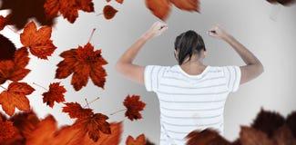 Zusammengesetztes Bild der deprimierten Frau mit den Händen angehoben Stockfoto