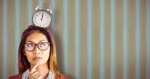 Zusammengesetztes Bild der durchdachten Geschäftsfrau mit Brillen Stockbild