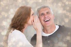 Zusammengesetztes Bild der Frau Geheimnis sagend ihrem Partner Stockbilder