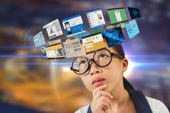 Zusammengesetztes Bild der Frau und der Website 3d Stockfotos
