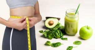 Zusammengesetztes Bild der Frau und des gesunden Lebensmittels Lizenzfreies Stockbild