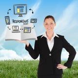Zusammengesetztes Bild der Geschäftsfrau ein Buch zeigend Lizenzfreie Stockfotografie