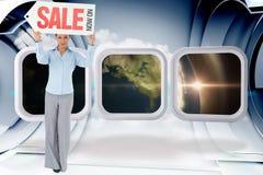 Zusammengesetztes Bild der Geschäftsfrau Zeichen über ihrem Kopf halten Stockfotos
