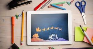 Zusammengesetztes Bild der Grafik des Fliegens von Sankt mit Pferdeschlitten Stockfoto