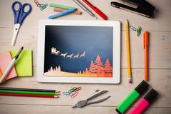 Zusammengesetztes Bild der Grafik des Fliegens von Sankt mit Pferdeschlitten Lizenzfreies Stockbild