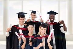 Zusammengesetztes Bild der Gruppe von Personen graduierend vom College Lizenzfreie Stockbilder