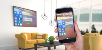 Zusammengesetztes Bild der Hand Handy gegen weißen Hintergrund halten Lizenzfreies Stockfoto