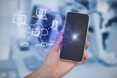 Zusammengesetztes Bild der Hand Handy halten Lizenzfreie Stockfotos