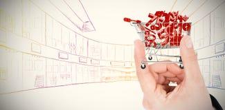 Zusammengesetztes Bild der Hand Haus zeigend Stockfotografie