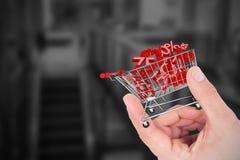 Zusammengesetztes Bild der Hand Haus zeigend Lizenzfreies Stockfoto