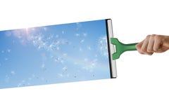 Zusammengesetztes Bild der Hand unter Verwendung des Wischers Lizenzfreie Stockbilder
